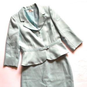 Tahari Two Piece Skirt suit, Sz 10, mint green
